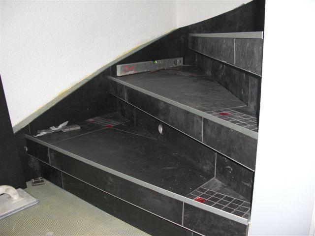 Treppen mit fliesen belegen wohn design - Holztreppe fliesen ...